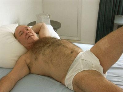 coxas grossas e peludas – tudo isso muito semelhante ao animal Urso