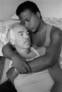 1776594109-ensaio-traz-casais-gays-dos-anos-80-3348304035-323x479