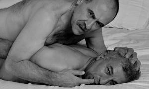 homem_no_espelho_gay_fofendo